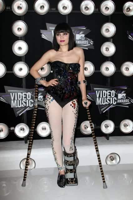jessie j crutches vmas white 426x640 Cool Crutches ideas, Stylish Canes and Glamorous Walking Sticks