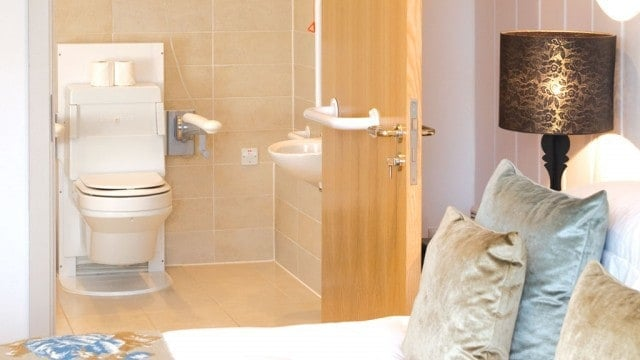 St-Moritz-Hotel-accessibility-rooms-bathroom